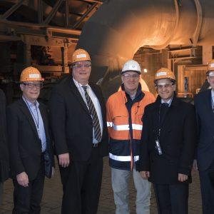 (v.l.n.r.) Einige Teilnehmer der Delegation bei der Führung im Duisburger Werk (v.l.n.r.) Arno Klare (MdB), Ralf Kapschack (MdB), Frank Börner (MdL), Volker van Outvorst (Teamleiter Hochofen-Betrieb Hamborn), Mahmut Özdemir (MdB), Achim Post (MdB)